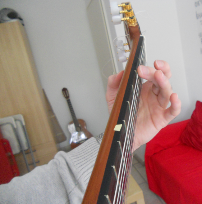 how to hold left wrist guitar